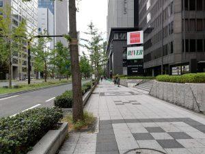 大阪御堂筋ビルの前の道(御堂筋沿い南方向)